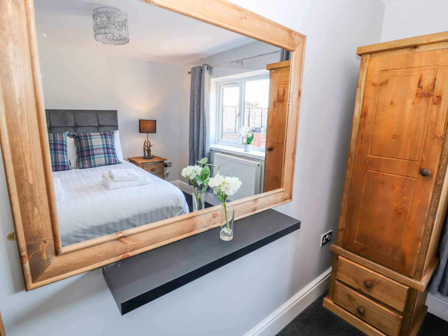Clwyd Cottage Double Bedroom
