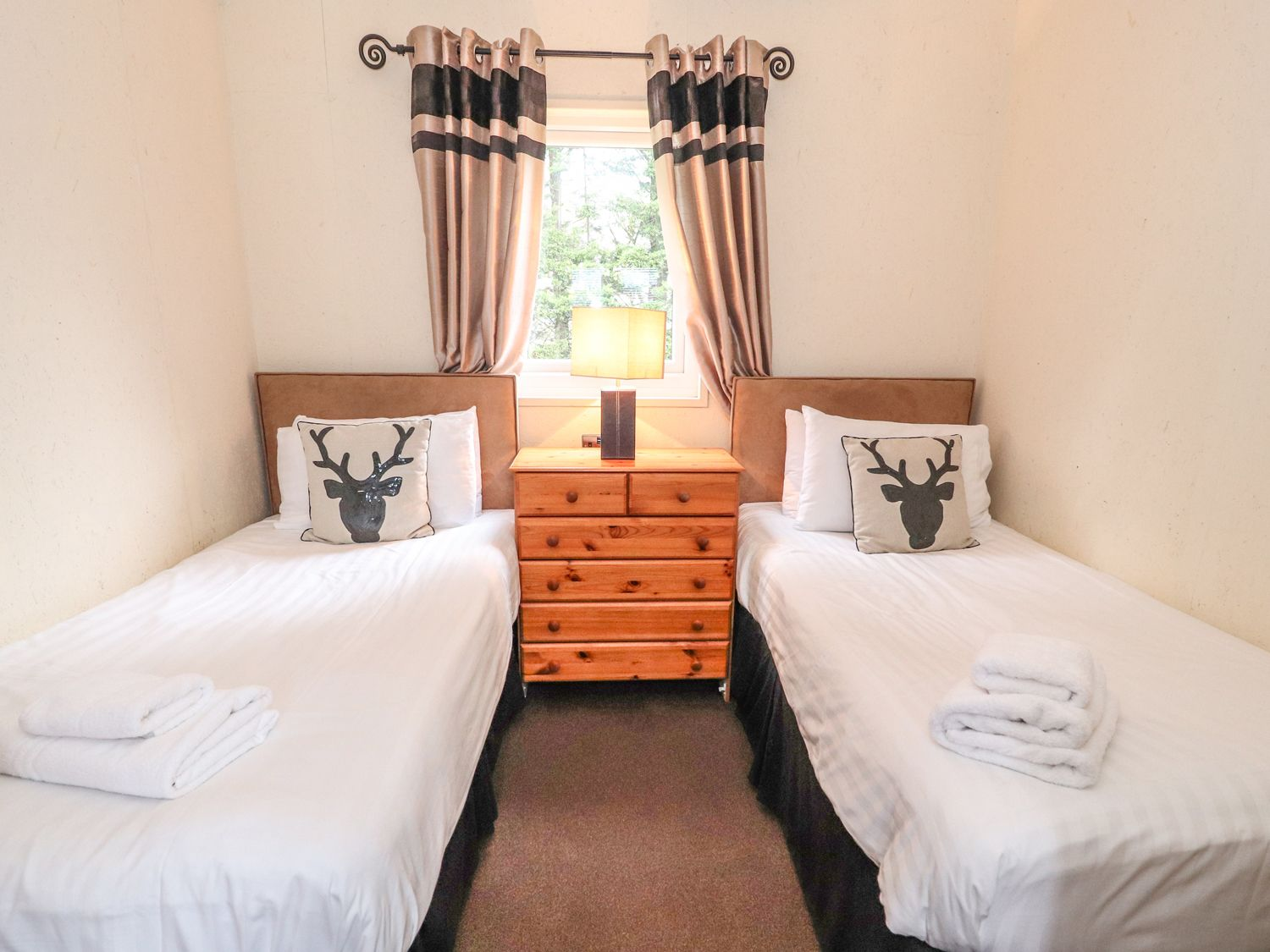 The fallows twin bedroom