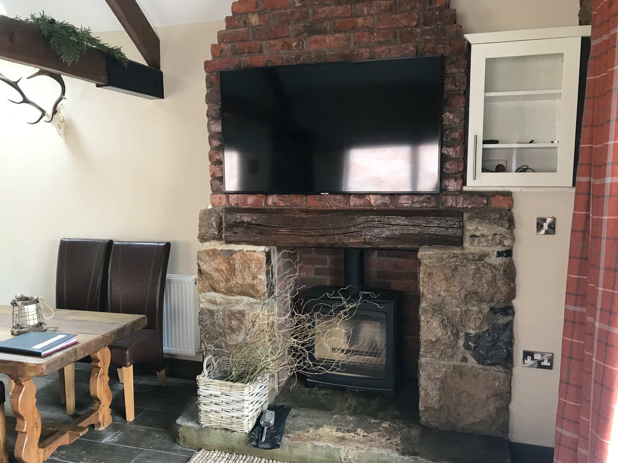 The Gamekeepers Cottage Log Burning Stove & TV